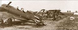 Советский аэродром после удара немецкой авиации;   WARALBUM.RU