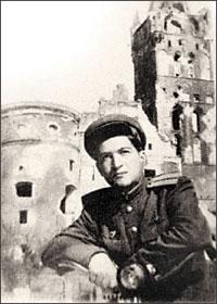 Ю.Чернов в поверженном Кёнигсберге. 1945 г.