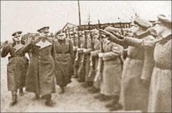 Генерал Андрей Власов принимает парад частей РОА;   РИА «Новости»