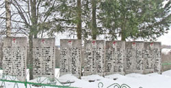 Братская могила у деревни Руново Новосокольнического района Псковской области;   Фото автора