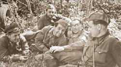 Алексей Сурков, Оскар Курганов, Константин Симонов, Евгений Кригер и фотокорреспондент Михаил Калашников (погиб в 1944 году)